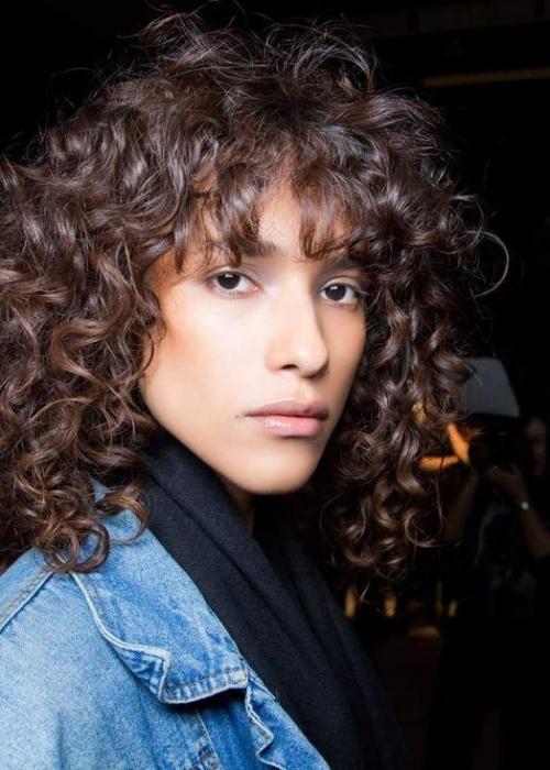 12-Frange-cheveux-bouclés-2C-Bang-Curlys-Bloom-Synthia-Kinsa