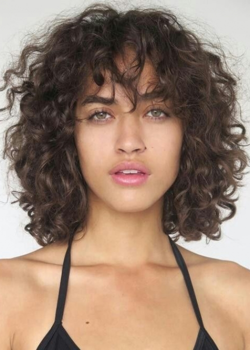 2-Frange-cheveux-bouclés-2B-2C-bang-Curlys-Bloom-Synthia-Kinsa