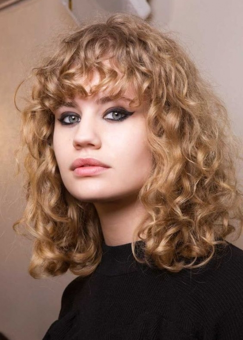 3-Frange-cheveux-bouclés-2C-Bang-Curlys-Bloom-Synthia-Kinsa.jpg